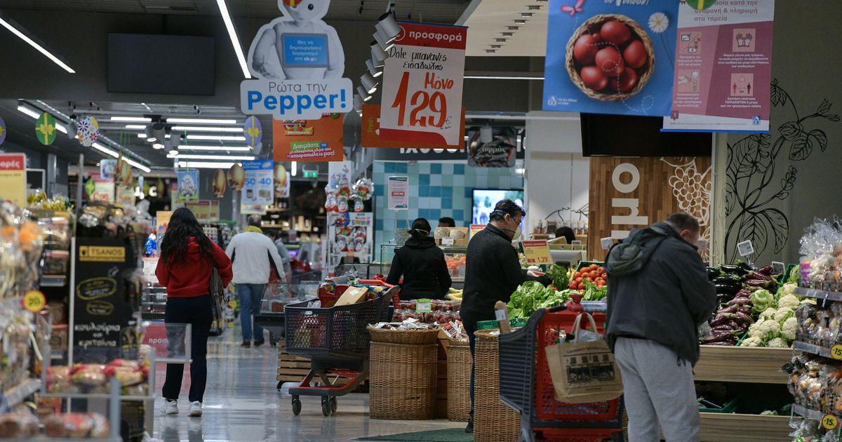 Μπλόκο στις ανατιμήσεις και μερική άρση του απαγορευτικού πώλησης προϊόντων στα σούπερ μάρκετ
