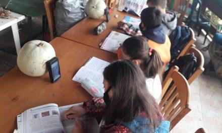 Τσίπρας: Κατάντια Μητσοτάκη – Κεραμέως παιδιά να κάνουν μάθημα σε καφενεία