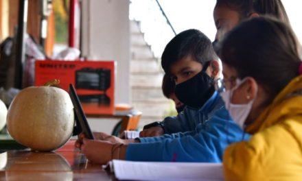 ΣΥΡΙΖΑ: Δεν είναι fake news το μάθημα στο καφενείο – ΝΔ ο κοινοτάρχης του χωριού