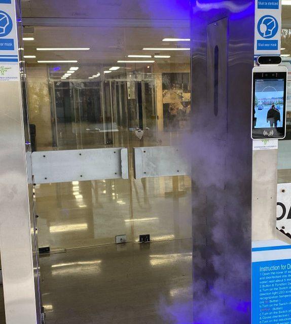 Φωτορεπορτάζ στο Υπουργείο Δικαιοσύνης: Μηχάνημα θερμομέτρησης και απολύμανσης