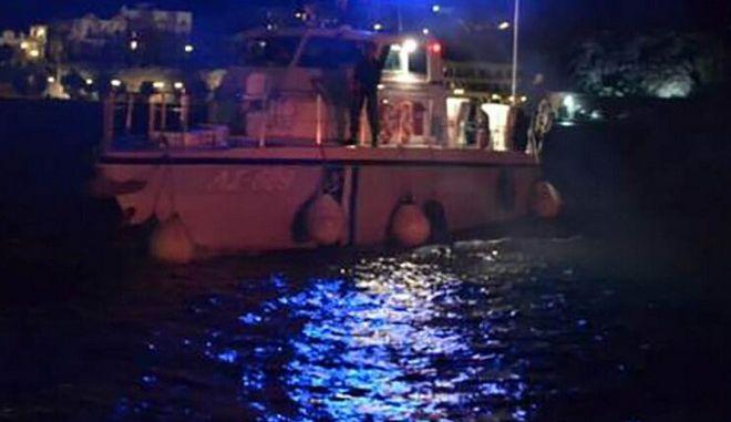 Διάσωση στη Χάλκη: Φορτηγό πλοίο παρέδωσε 19 μετανάστες στην Τουρκία