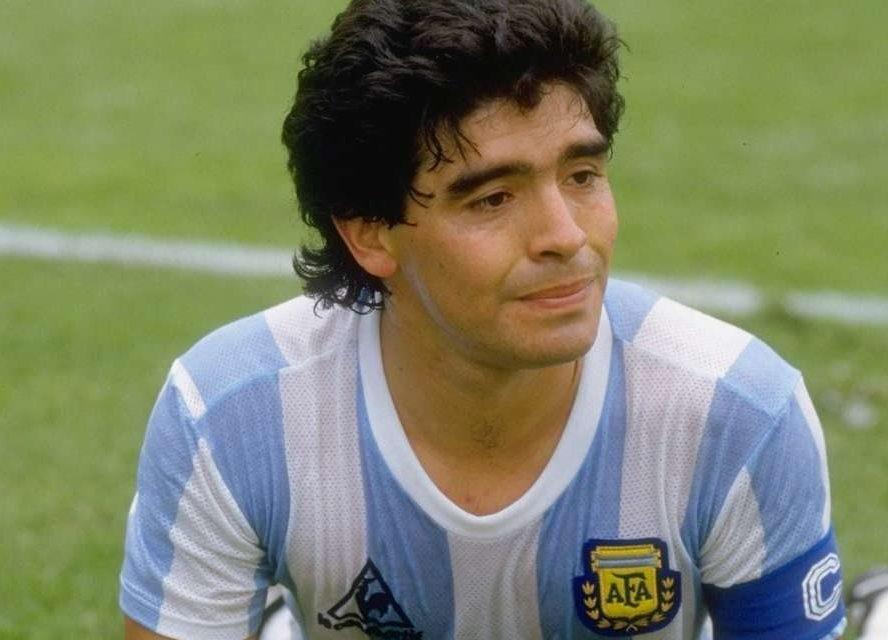 Ντιέγκο Μαραντόνα: Η (πεμπτ)ουσία του ποδοσφαίρου – Ο επίγειος, αμαρτωλός Θεός που δεν έφυγε ποτέ από τις αλάνες – ΒΙΝΤΕΟ – ΦΩΤΟ
