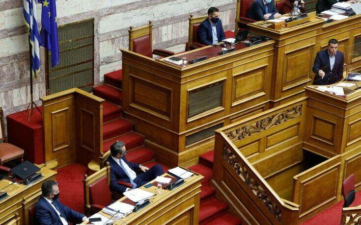 """""""Πόλεμος"""" ανακοινώσεων ΣΥΡΙΖΑ – Νέας Δημοκρατίας μετά τις ομιλίες Μητσοτάκη και Τσίπρα στη Βουλή"""