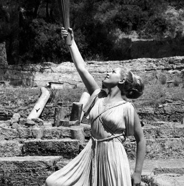 Πέθανε η πρωθιέρεια της Αφής της Ολυμπιακής Φλόγας, Μαρία Μοσχολιού – Συμμετείχε σε τέσσερις τελετές Αφής (ΒΙΝΤΕΟ)