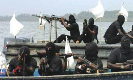 Επίθεση πειρατών σε ελληνικών συμφερόντων πλοίο στην Αφρική – Απήχθησαν 15 ναυτικοί