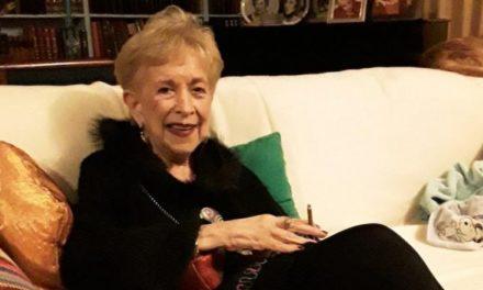 Πέθανε η Σάσα Μανέττα – Υπήρξε η πρώτη παρουσιάστρια της ΥΕΝΕΔ και μια από τις εμβληματικότερες παρουσίες της τηλεόρασης – ΒΙΝΤΕΟ
