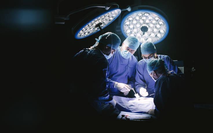 Τραγικός θάνατος γιατρού που έπαθε έμφραγμα την ώρα της εγχείρησης σε ασθενή