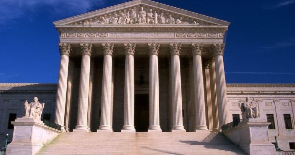 Το Ανώτατο Δικαστήριο των ΗΠΑ τίθεται κατά των περιορισμών στη θρησκευτική λατρεία λόγω κορονοϊού