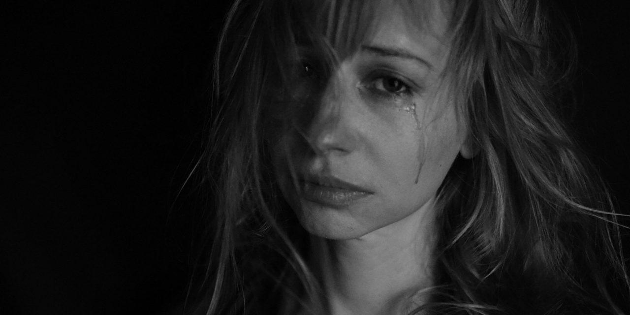 Θύματα ενδοοικογενειακής βίας τουλάχιστον τρεις στις δέκα γυναίκες. Έρευνα με πρωτοβουλία του υπουργείου Προστασίας του Πολίτη και του Κέντρου Μελετών Ασφάλειας