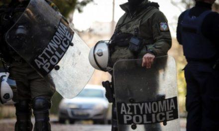 Αιφνιδιαστική διαμαρτυρία εργαζομένων στην εστίαση στο Μαξίμου – Προσαγωγές από την ΕΛ.ΑΣ.