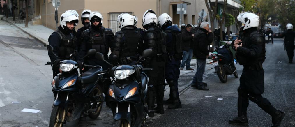 ΒΙΝΤΕΟ: Μπλόκο από την ΕΛ.ΑΣ. σε διαδηλωτές στην οδό Γραβιάς