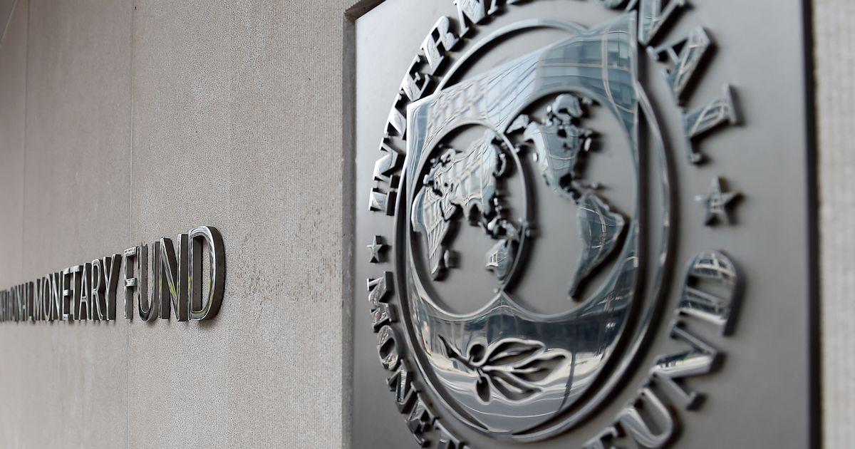 ΔΝΤ: Επαρκής σε μεσοπρόθεσμο επίπεδο η βιωσιμότητα του ελληνικού χρέους