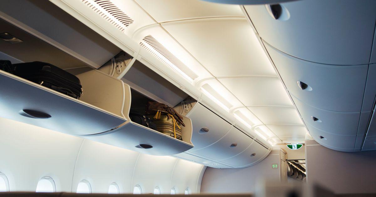 Η EasyJet θα χρεώνει και για το ντουλάπι των αποσκευών πάνω από τα καθίσματα