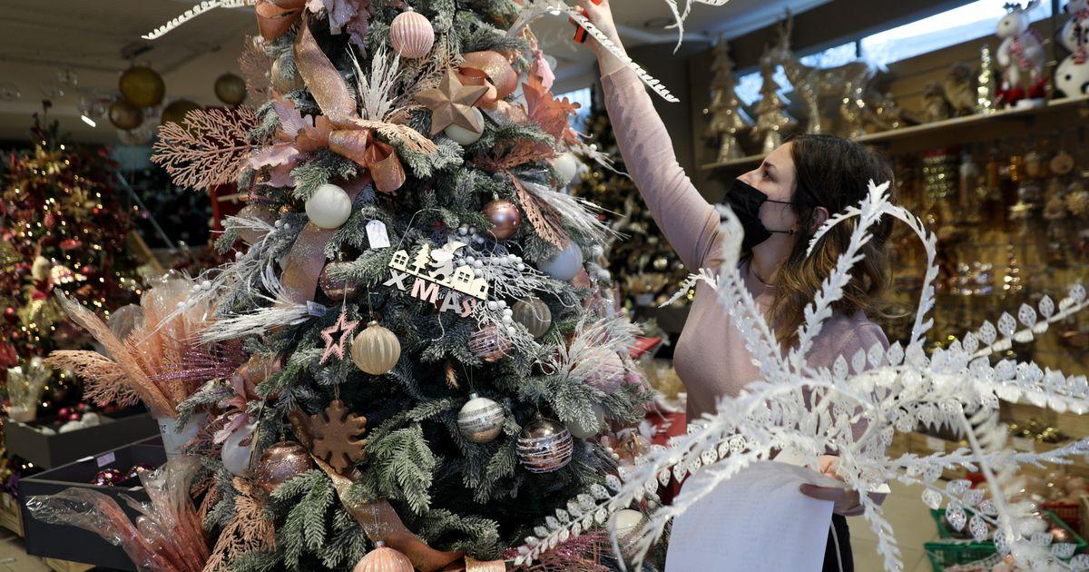 Ανοιχτά από τη Δευτέρα τα καταστήματα με εποχικά χριστουγεννιάτικα είδη