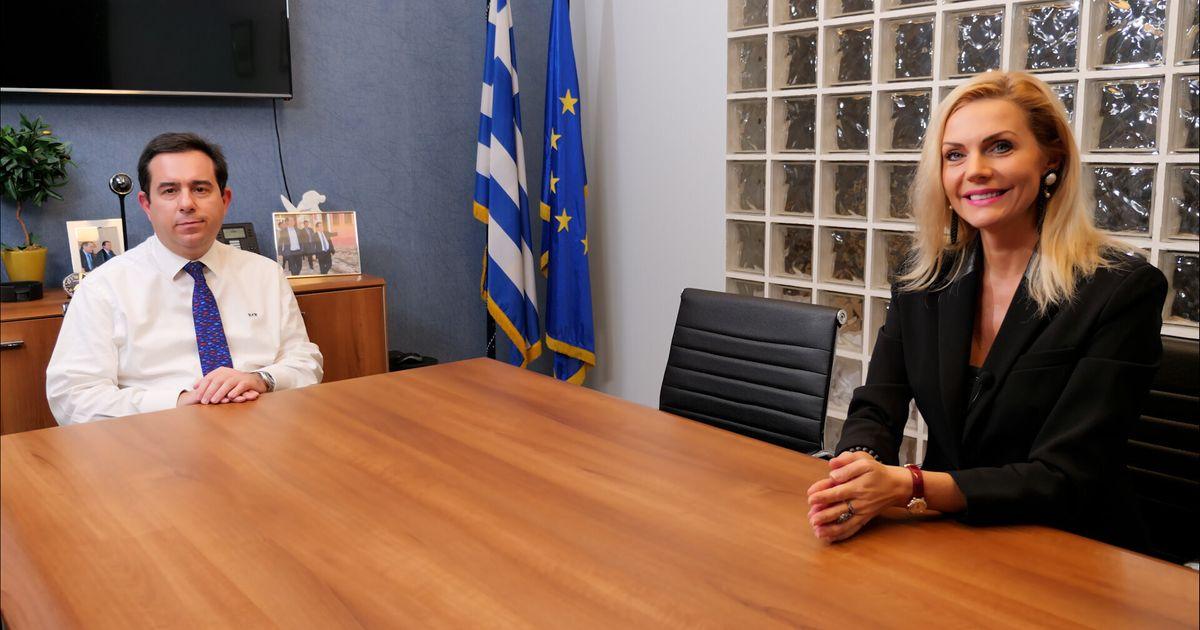 Special Edition: Ο Υπουργός Μετανάστευσης και Ασύλου μιλά στη HuffPost Greece