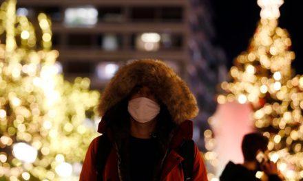 «Μη χαλαρώσουμε τις γιορτινές μέρες» ζητά ο Σ. Πέτσας – «Καμπανάκι» για την Πρωτοχρονιά