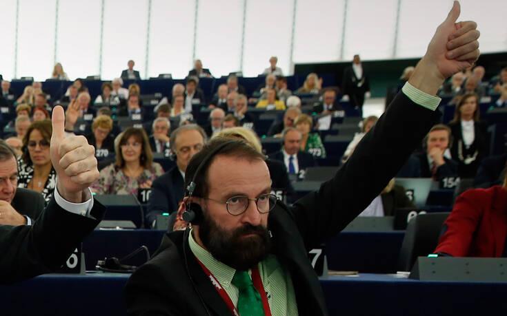 Αυτό είναι το δωμάτιο των οργίων – Ο ευρωβουλευτής Jozsef Szajer προσπάθησε να φύγει πηδώντας από παράθυρο – Newsbeast