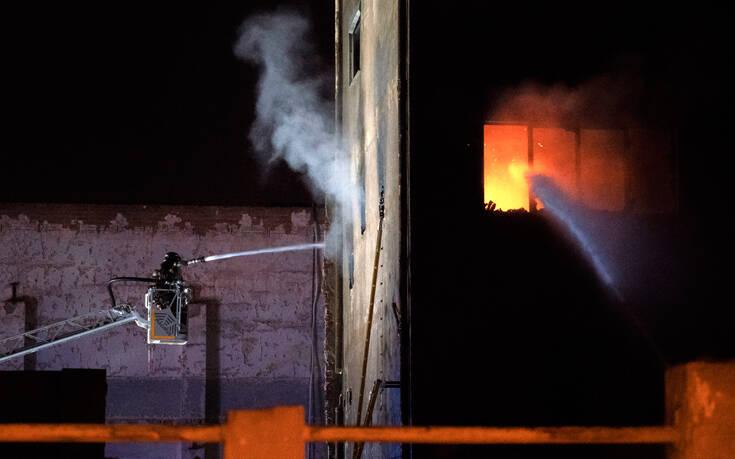 Πύρινη κόλαση σε βιομηχανικό κτίριο στη Βαρκελώνη – Δύο νεκροί από τη φωτιά