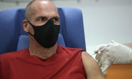 Βαρουφάκης: Το εμβόλιο από μόνο του δεν αρκεί για την απελευθέρωση από την πανδημία