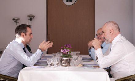 Ικανοποίηση Μητσοτάκη-Ράμα για τη βελτίωση των σχέσεων Ελλάδας- Αλβανίας