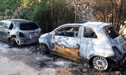 Μπαράζ εμπρησμών τα ξημερώματα στην Αθήνα