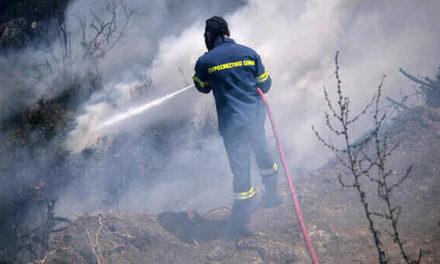 Στη μάχη με τις φλόγες χωρίς ένα μπουκαλάκι νερό