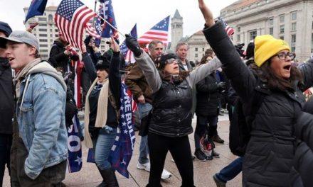 Υποστηρικτές του Ντόναλντ Τραμπ συρρέουν στην Ουάσιγκτον