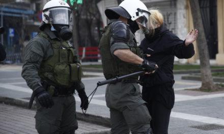 Χρησιμοποιήθηκαν μολότοφ τύπου κόμπρα κατά Αστυνομικών – Διοικητική έρευνα για video που δείχνει αστυνομικούς να ασκούν βία