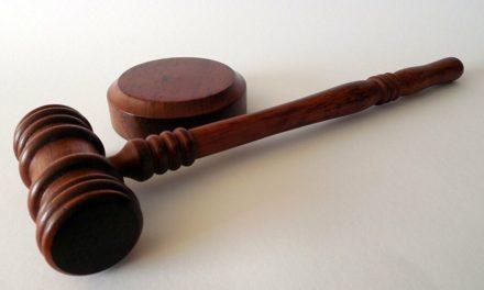 Επαυσε οριστικά η δίωξη εις βάρος ατόμων που φέρονται να σκόπευαν να κάψουν γραφεία του ΠΑΣΟΚ με την χρήση «μολότοφ»