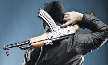 Οπλισμένοι με καλάσνικοφ σκόρπισαν το τρόμο τα ξημερώματα – ΦΩΤΟ