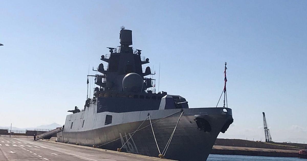 Η ρωσική φρεγάτα «Ναύαρχος Κασατόνοβ» στο λιμάνι του Πειραιά