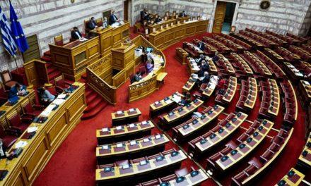Βουλή: Υπερψηφίστηκε το νομοσχέδιο του υπουργείου Παιδείας για τα πανεπιστήμια