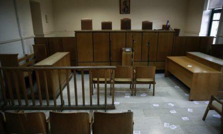 Μόνο με την επαγγελματική τους ταυτότητα θα κυκλοφορούν από τη Δευτέρα οι Δικηγόροι