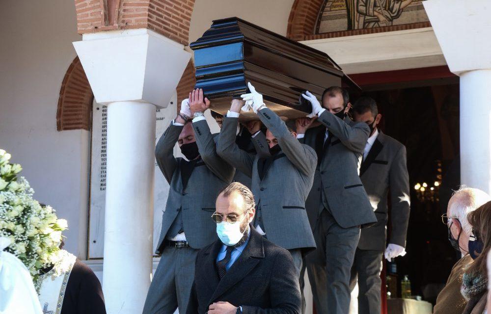 Θρίλερ με την υπόθεση Βαλυράκη : Βίντεο δείχνει ένα σκάφος δίπλα στο φουσκωτό – Σε κλίμα οδύνης η κηδεία του πρώην υπουργού /BINTEO
