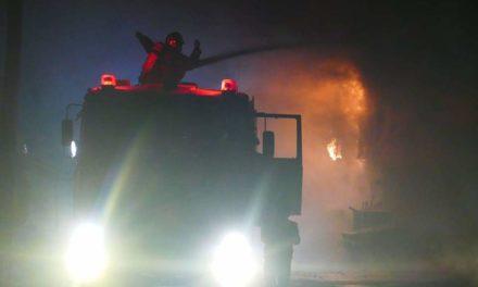 Λάρισα: Κατέρρευσε οροφή εργοστασίου έπειτα από ολονύχτια μάχη με τις φλόγες