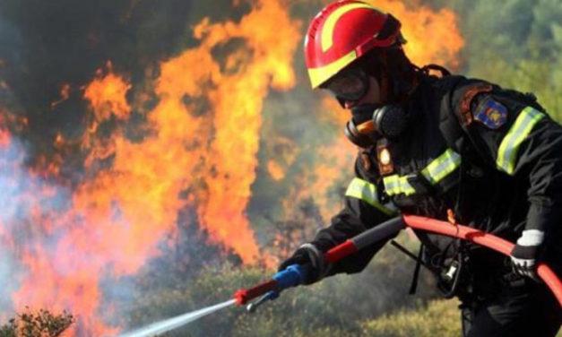 Γίνονται μόνιμοι 2.200 πυροσβέστες πενταετούς θητείας