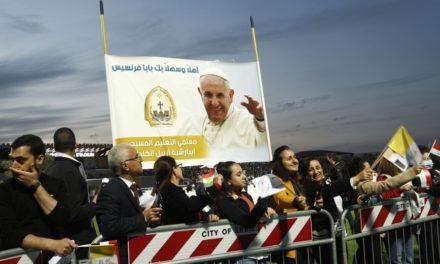 Ολοκληρώθηκε η ιστορική επίσκεψη του Πάπα Φραγκίσκου