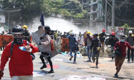 Ακόμα δύο διαδηλωτές νεκροί στη Μιανμάρ, η αστυνομία άνοιξε πυρ