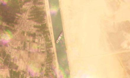 Το πλοίο Ever Given παραμένει καθηλωμένο στην Διώρυγα του Σουέζ