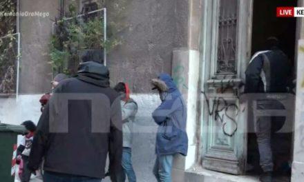 Επιχείρηση της αστυνομίας για εκκένωση κτηρίου στον Άγιο Παντελεήμονα – ΒΙΝΤΕΟ