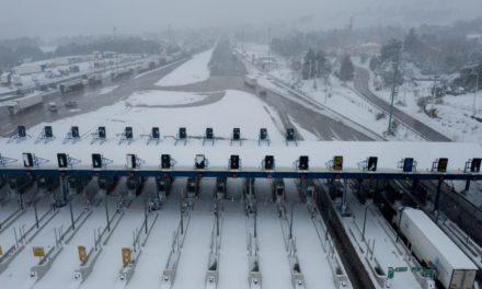 Έκλεισε ηεθνική οδός Αθηνών – Λαμίας από το ύψος της γέφυρας Καλυφτάκη-Πού αλλού έχει διακοπεί η κυκλοφορία – Πού χρειάζονται αντιολισθητικές αλυσίδες