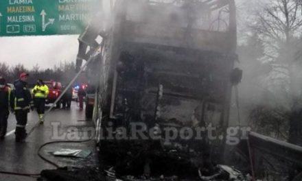 Κάηκε ολοσχερώς λεωφορείο του ΚΤΕΛ Θεσσαλονίκης στην Αθηνών – Λαμίας/ΒΙΝΤΕΟ