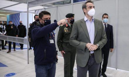 Ο πρωθυπουργός στο mega – εμβολιαστικό κέντρο στο Μαρούσι – Έφτασαν το 1.000.000 τα ραντεβού /BINTEO