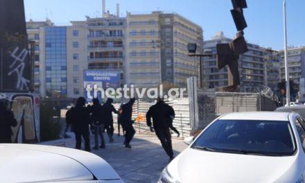 Θεσσαλονίκη: Επίθεση με βόμβες μολότοφ σε αστυνομικούς /ΒΙΝΤΕΟ