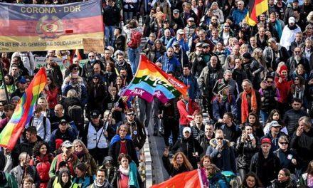 Διαδήλωση κατά των μέτρων για την πανδημία στη Στουτγάρδη