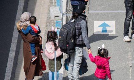 Οι Γερμανοί αναλαμβάνουν τα έξοδα για διαμονή προσφύγων στην Ελλάδα