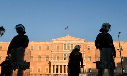 Φύλαξη Βουλής και δημόσιων κτιρίων από ιδιωτικές εταιρείες προτείνει ο Χρυσοχοϊδης