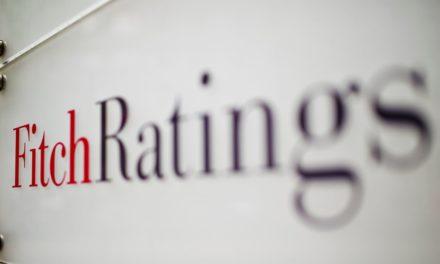Fitch: Βλέπει μείωση κάτω του 30% στα δάνεια σε καθυστέρηση