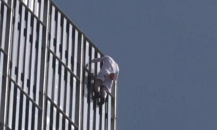 Βρετανός «Spiderman» σκαρφάλωσε σε έναν από τους ψηλότερους ουρανοξύστες της Ευρώπης