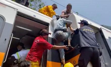 48 οι νεκροί από τον εκτροχιασμό του τρένου – «Άνθρωποι έπεφταν κάτω και ο ένας πάνω στον άλλον»